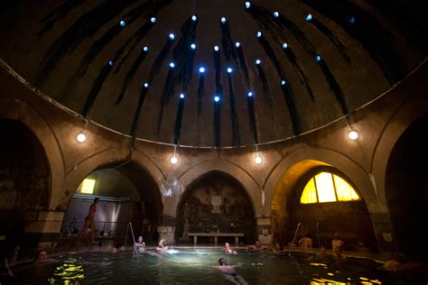 Attrayant Spa Jacuzzi 3 Places #14: Thermal-baths-in-budapest-_-kiraly-bath.jpg
