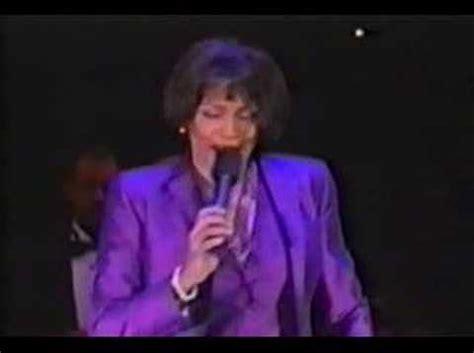 barack obama sings whitney houston i will always love you from whitney houston should sing at barack obama s inauguration