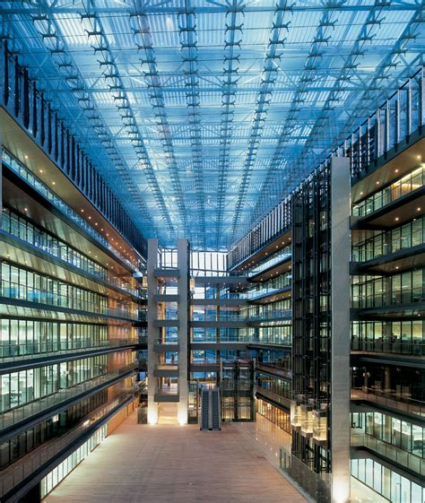 Spanish Energy Giant Chooses SentryGlas® for Atrium Roof