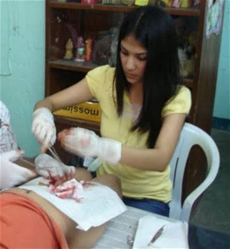 Wanita Dewasa Sunat Foto Ini Info Gue Wanita Cantik Yang Berprofesi Jadi Tukang Sunat