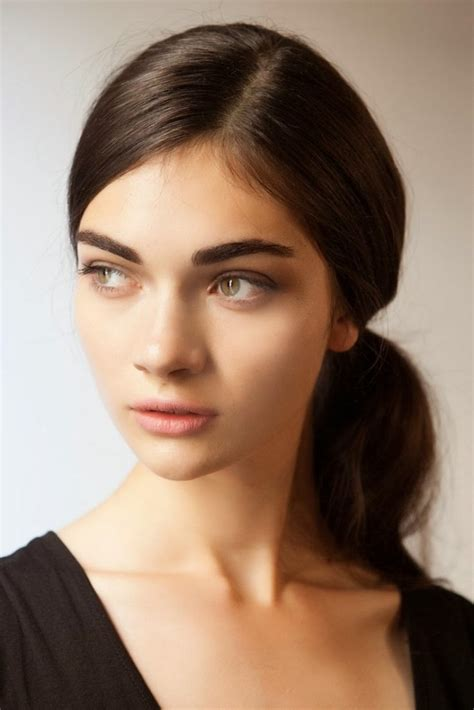 hot beauty trend bold eyebrows