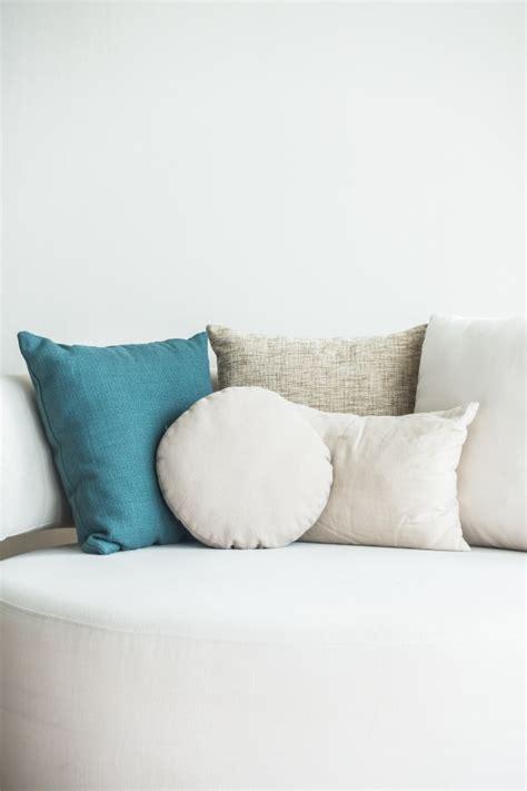 divani gratis divano con cuscini e una scaricare foto gratis