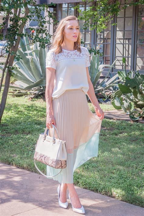 pleated skirt gold lion style