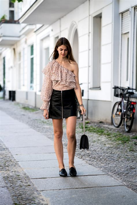 one shoulder shirt and leather skirt summer trends 2017