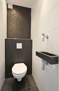 Attrayant Exemple Faience Salle De Bain #4: jolie-salle-de-vain-avec-carrelage-noir-et-blanc-mur-en-mosaique-noir-salle-de-bain-petite-dimension.jpg