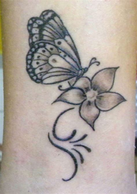 foto tatuaggi farfalle e fiori tatuaggi con farfalle e fiori i pi 249 bei disegni foto