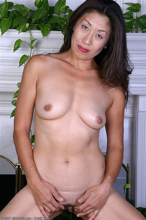 Exotic Milf In Black Lingerie Peels And Spreads Her Asian Pussy Pichunter