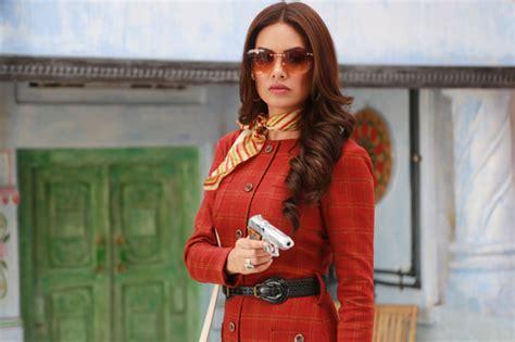 parveen babi and zeenat aman songs esha gupta s look in baadshaho inspired by veteran actors