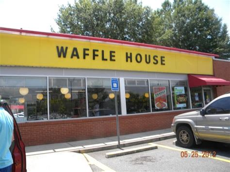 waffle house acworth ga if you ve seen one waffle house you ve seen them all picture of waffle house