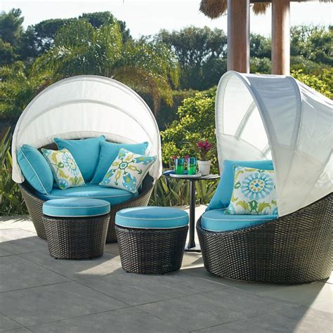 Outdoor Canopy Daybed With Its Sun Blocking Sunbrella 174 Privacy Canopy And 360 176 Swivel This Single Person Daybed