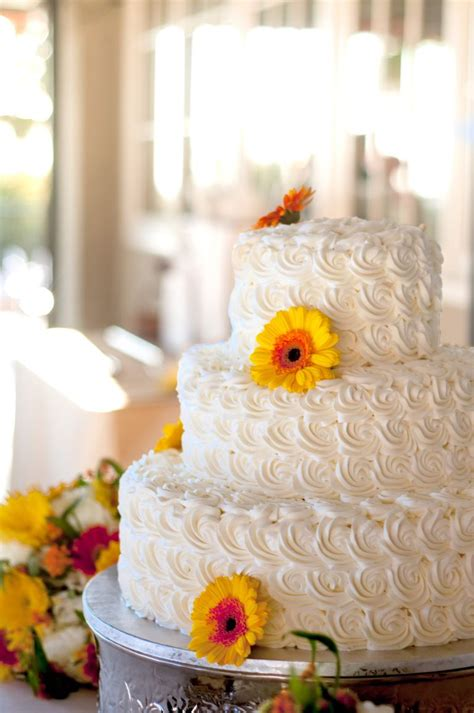 Wedding Cake Frosting by 7 Beautiful Buttercream Frosted Wedding Cakes