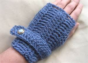 beautifully patterned fingerless crochet mittens trendy