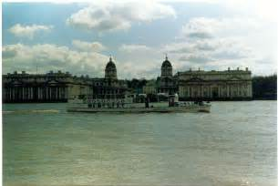 river boats on the thames greenwich river thames greenwich 169 ron hann cc by sa 2 0