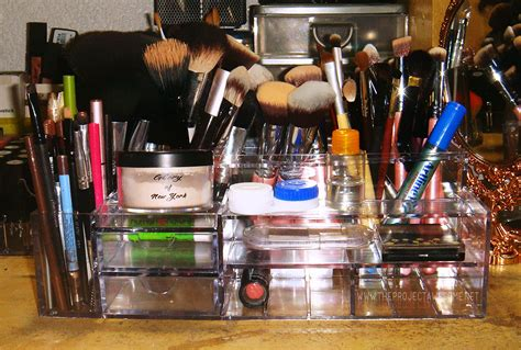Eyeshadow Kering cosmetic organizers na kering the project awesome