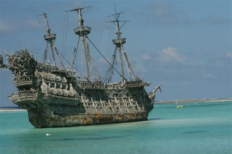 biggest boat ever sunk 10 astonishing shipwreck treasures listverse