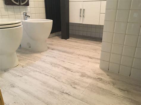 pavimenti pvc adesivi posa pavimento pvc adesivo