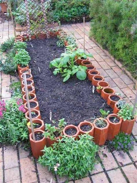 Border Ideas For Gardens Eleven Interesting Garden Bed Edging Ideas Garden Bed Edging