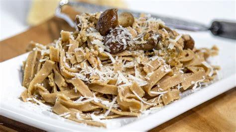 pasta fatta in casa con farina di riso pasta fatta in casa con farina di castagne pasta senza