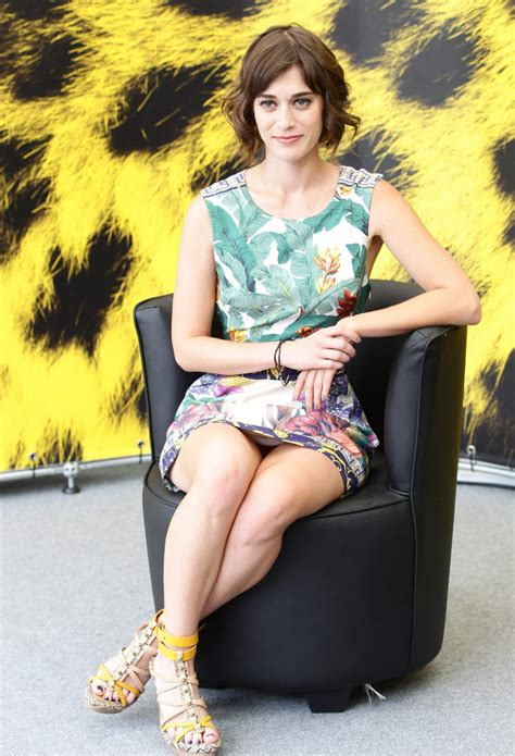 lizzy caplan photo gallery   high quality pics of lizzy caplan theplace