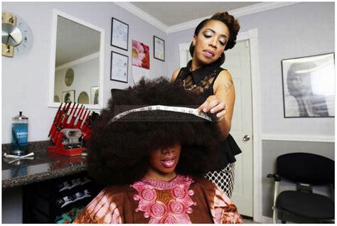 Wajah Afro wanita ini punyai rambut afro terbesar didunia gaban comel