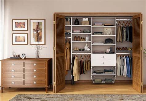 Charmant Model Chambre A Coucher #1: Chambre-avec-dressing-id%C3%A9es-sympas-armoires-etageres-commode.jpg