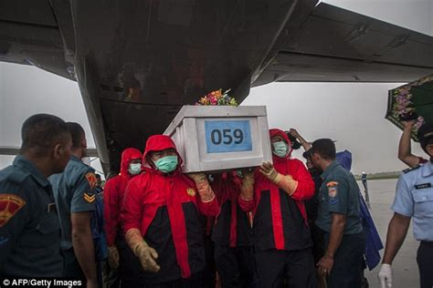airasia zone 1 fishermen discover two bodies and luggage from airasia