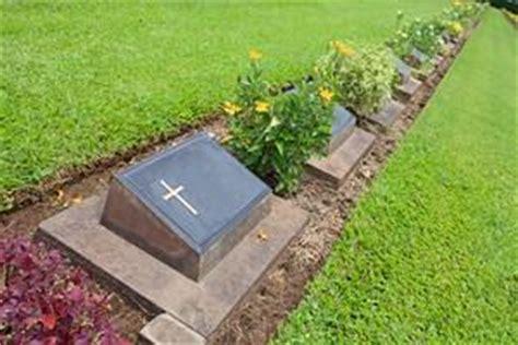 le cavurne pour l'enterrement d'une urne
