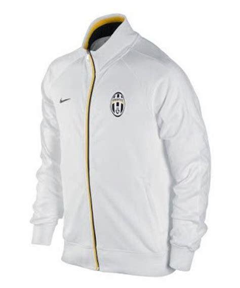 Jaket Bola Distro Juventus Windlite Juventus vita jersey grade ori jaket juventus putih