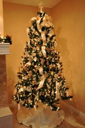 ribbon on a christmas tree pictures how do you decorate a white tree tidyinteriorshomestyling