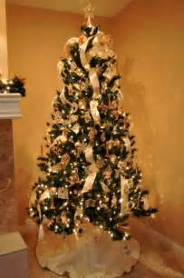 how to decorate a christmas tree with ribbon garland