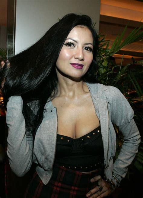 artis cantik indonesia  ukuran bra super besar