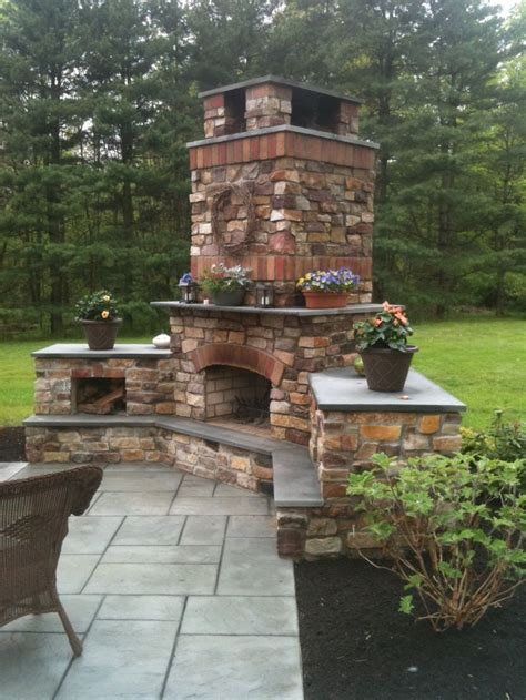 outdoor fireplace ideas 25 best ideas about outdoor fireplaces on pinterest