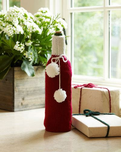 christmas knitted cozy festive wine cozy allfreeknitting
