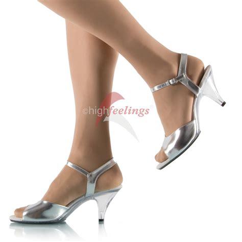 Sandaletten Mit Absatz by Silberne Sandaletten Mit Absatz