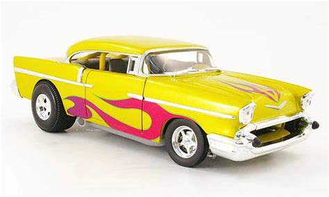 Diecast El Viento Hotwheels Wheels Miniatur chevrolet bel air 1957 coupe yellow avec flammendekor