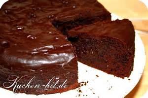 kuchen mit weichem kern mit der fertigen schokoglasur
