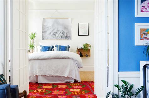 ways  arrange furniture   small bedroom  bonus tips  making