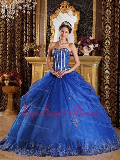 the style of this dress for winter theme