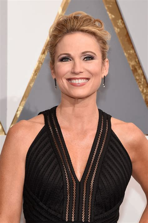amy robach short hairstyle pic amy robach and lara spencer the hollywood gossip short