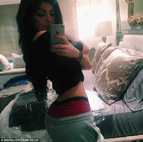 sister selfie kylie jenner copies that selfie from sister kim kardashian