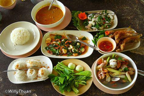 thai food in thailand 13 thai food to try in phuket phuket 101