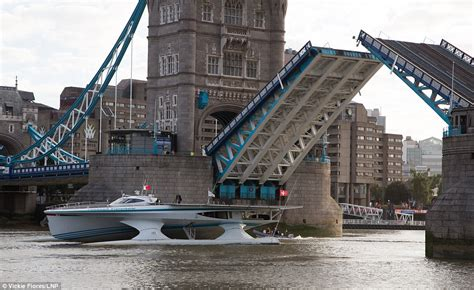 boat going under tower bridge world s largest solar powered boat powers arrives in