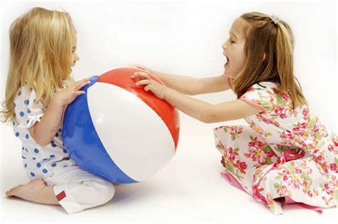 membuat anak jadi pemberani belajar berbagi membuat anak jadi peduli
