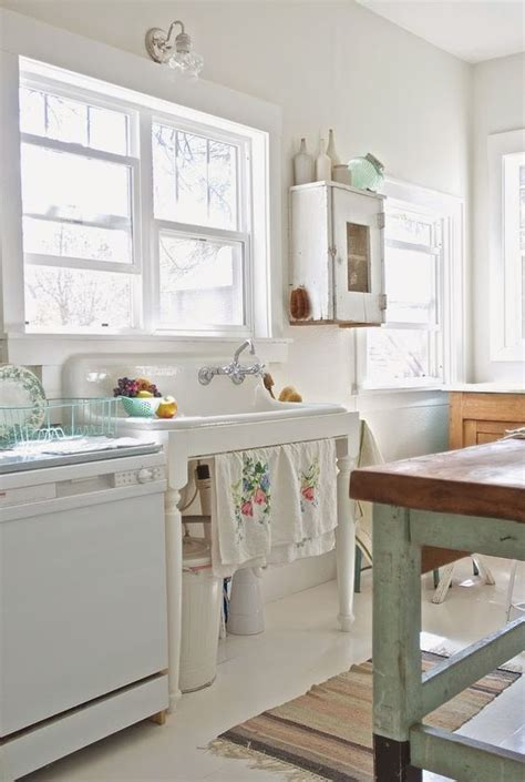 Shabby Chic Kitchen Cabinets 32 Sweet Shabby Chic Kitchen Decor Ideas To Try Shelterness