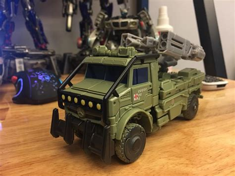 Transfomer Voyager Hound in images of transformers the last voyager
