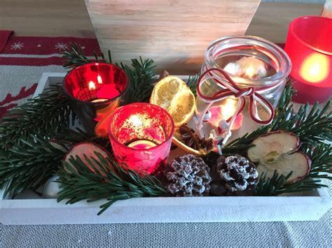 Anleitung Weihnachtsgesteck by Diy Weihnachtsgesteck Mit Roten Teelichtern Im