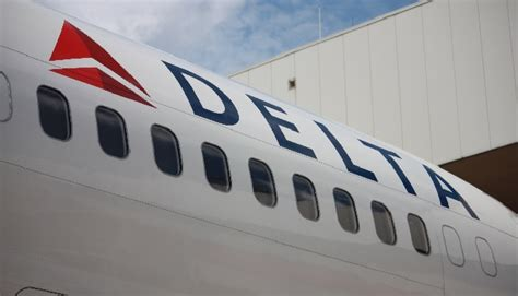 how delta caused emirates a 6 hour delay in seattle points miles watch computer issues shut down domestic delta airlines