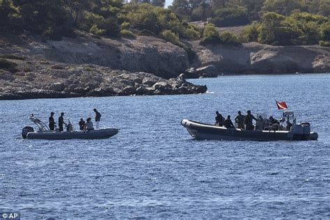 boat parts nearby four people killed after tourist boat collides with a
