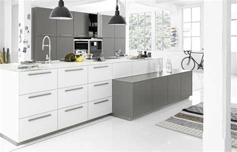 Miele Kitchen Design by Keukenspecialist Logic Kitchen Wit Grijs Product In