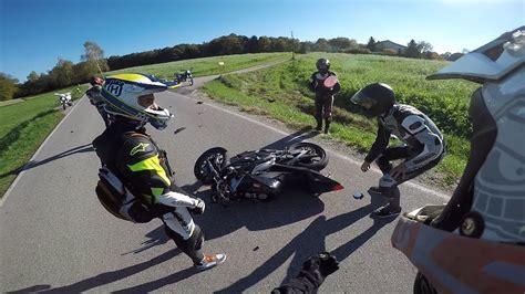 Motorradunfall B by Motorradunfall Mann Gibt Sich Als Polizist Aus